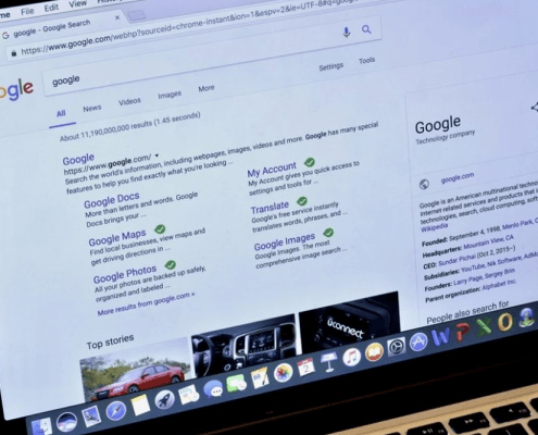 Google Tests Favicons in the Top Stories Carousel